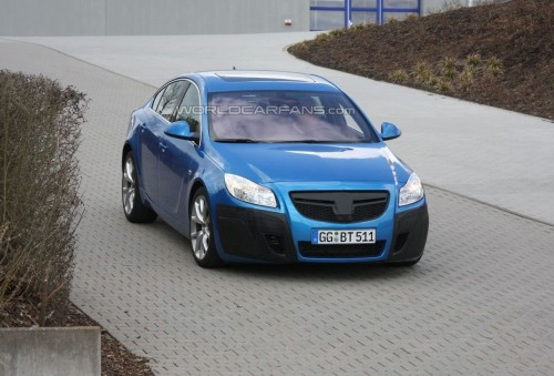 opel-insignia-opc-in-blue-spy-photo.jpg